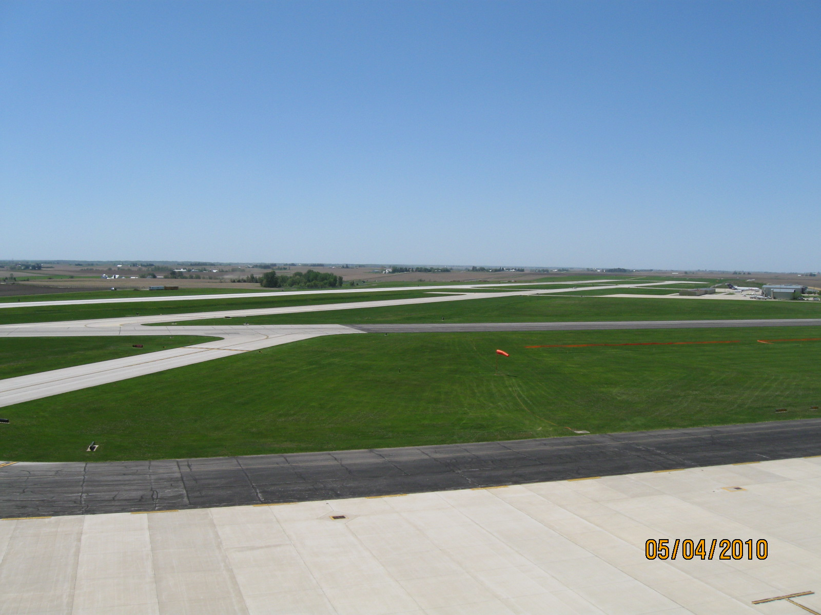 Runway 9/27 at the Eastern Iowa Airport